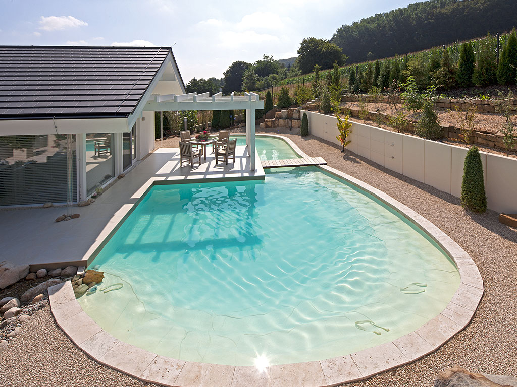 Pool ums haus pool magazin for Pool mit schwarzer folie