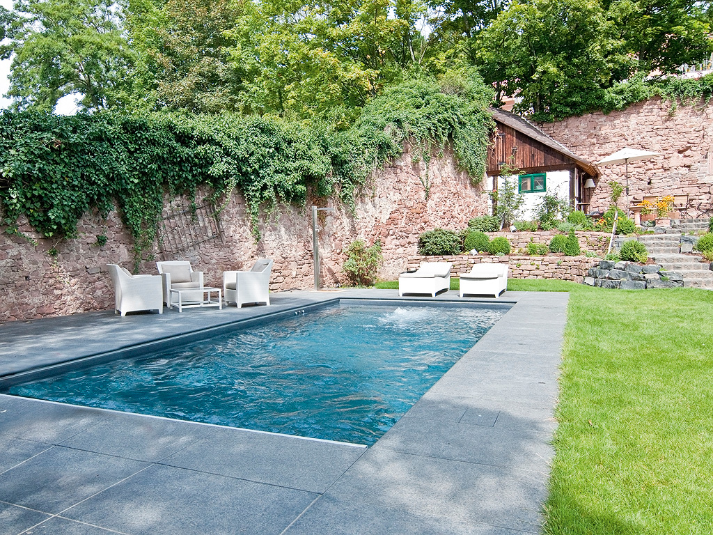 Private badelandschaften medium pool magazin for Garten pool schweiz