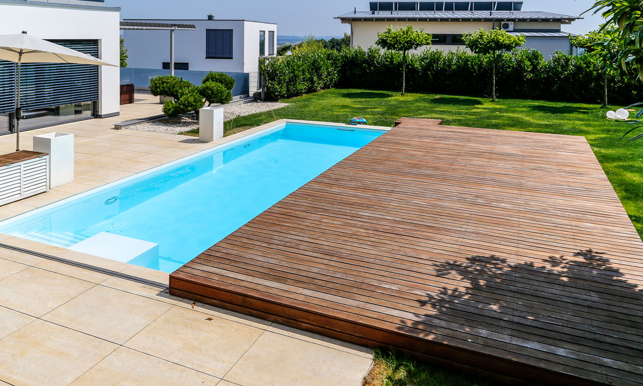 Pool mit schiebedach pool magazin for Aufblasbarer pool mit sandfilteranlage