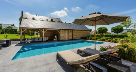 Gro z gige pool landschaft direkt am haus pool magazin - Pool am haus ...
