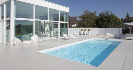 03_pool-weiss-design-tuerkis-wellness